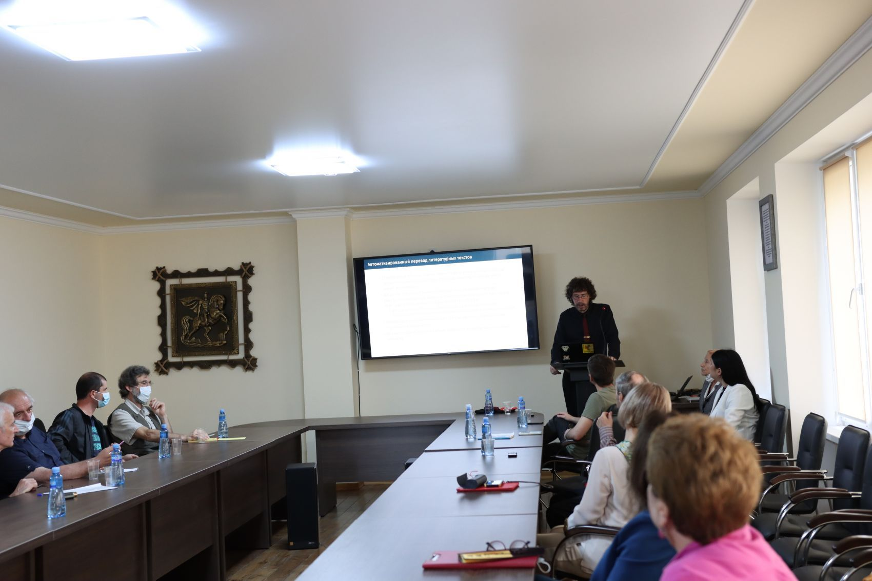 (A photograph of Tristan Miller speaking at Abkhaz State University)